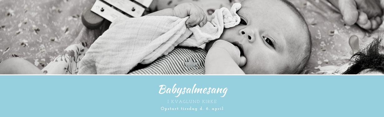 """En baby som holder en klud og sutter på fingere. På billedet står der """"Babysalmesang i Kvaglund Kirke. Opstart tirsdag d. 6.april""""."""